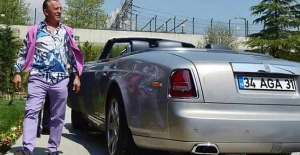 Ali Ağaoğlu lüks araçlarını satıyor